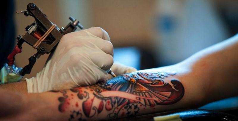 1er d bat radio entre tatouage partage et le snat tatouage partage. Black Bedroom Furniture Sets. Home Design Ideas